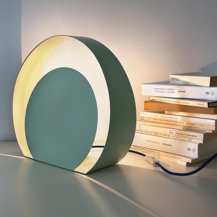 CHIOCCIOLA BIG - lampada da tavolo in metallo laccato con spina Schuko