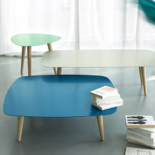 NORD QUADRO tavolino con piano in metallo e gambe in massello di frassino