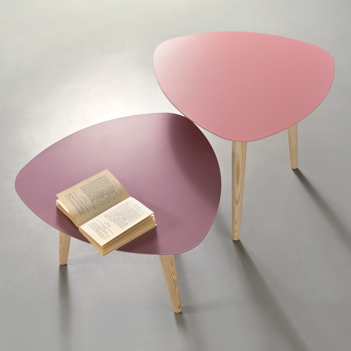 NORD PETALO coffee table with metal top and ash wood legs